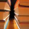 Les étudiants ne semblent pas vouloir abandonner leurs livres et recueils papier